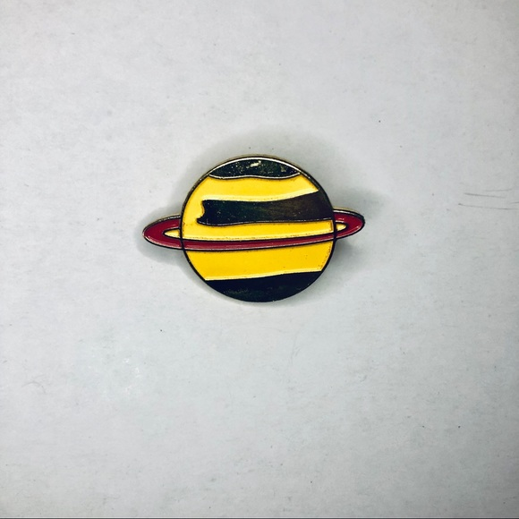 Other - Saturn fashion pin. Outta this world!